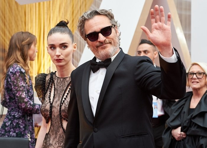 Joaquin Phoenix is 11 years older than his girlfriend Rooney Mara
