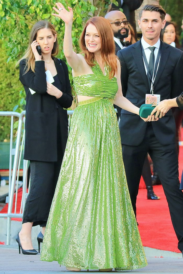 Julianne Moore waves to the crowd and gives a peek at her shoes as she arrives at the 2016 SAG Awards in a lime green dress