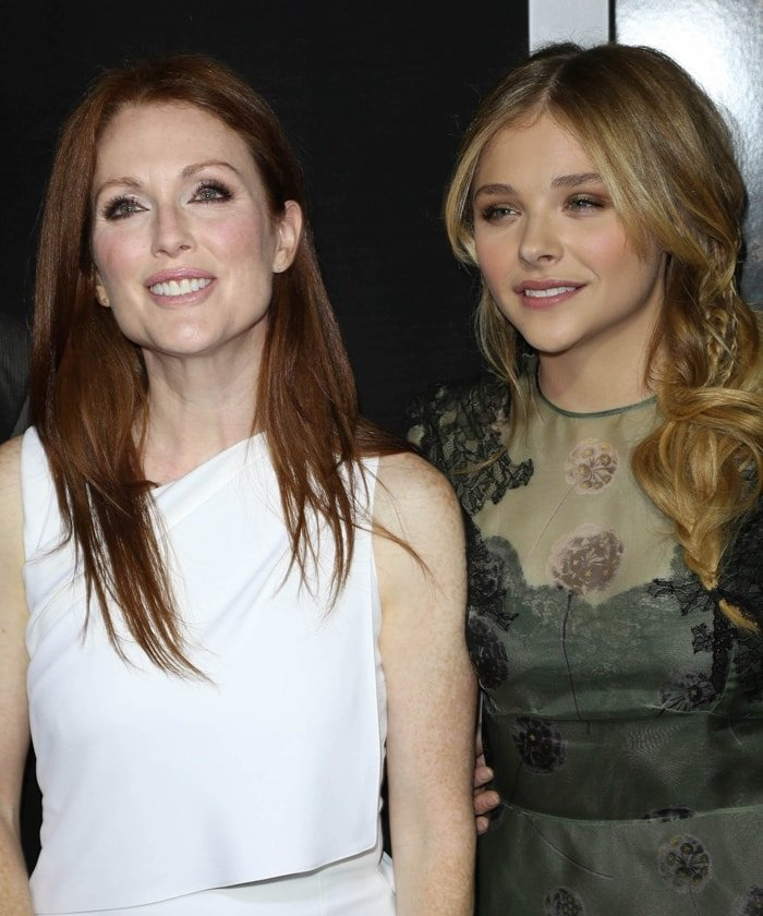 Actresses Julianne Moore (L) and Chloe Grace Moretz attend the premiere of 'Carrie'