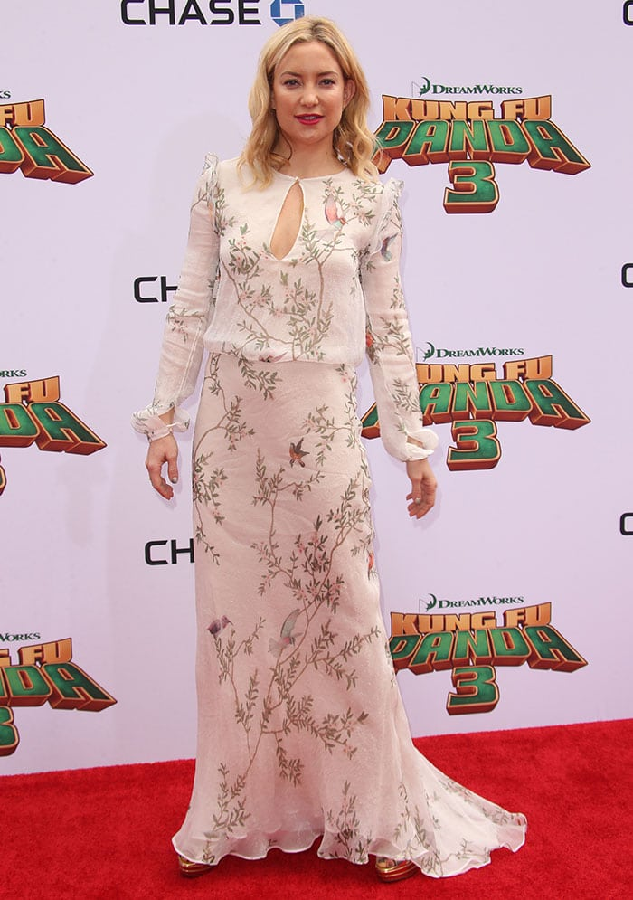 Kate Hudson wears a floaty chiffon dress from Monique Lhuillier on the red carpet