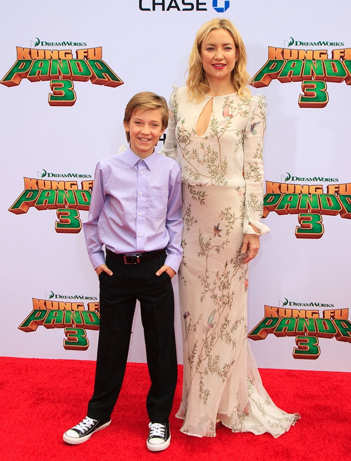 "Kate Hudson poses with her son Ryder on the red carpet of the premiere of ""Kung Fu Panda 3"""