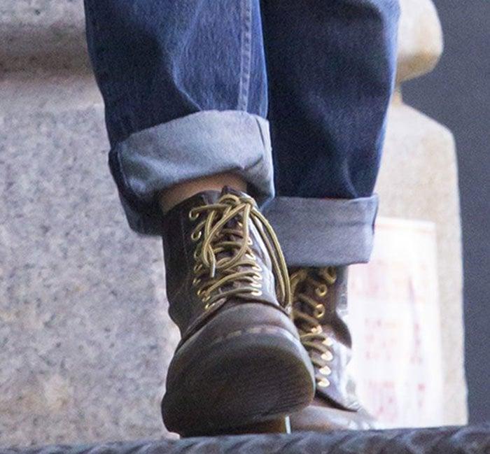 Keira-Knightley-Dr-Martens-1460-W-8-Eye-boots