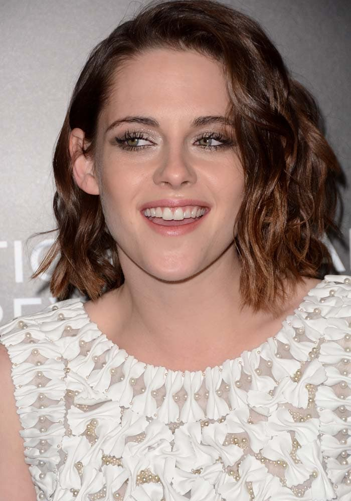Kristen Stewart wears her brown hair in curls at the 2015 National Board Of Review Gala