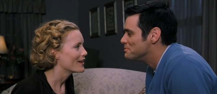 """Leslie Mann as Robin Harris and Jim Carrey as Cable Guy AKA Ernie """"Chip"""" Douglas in The Cable Guy"""