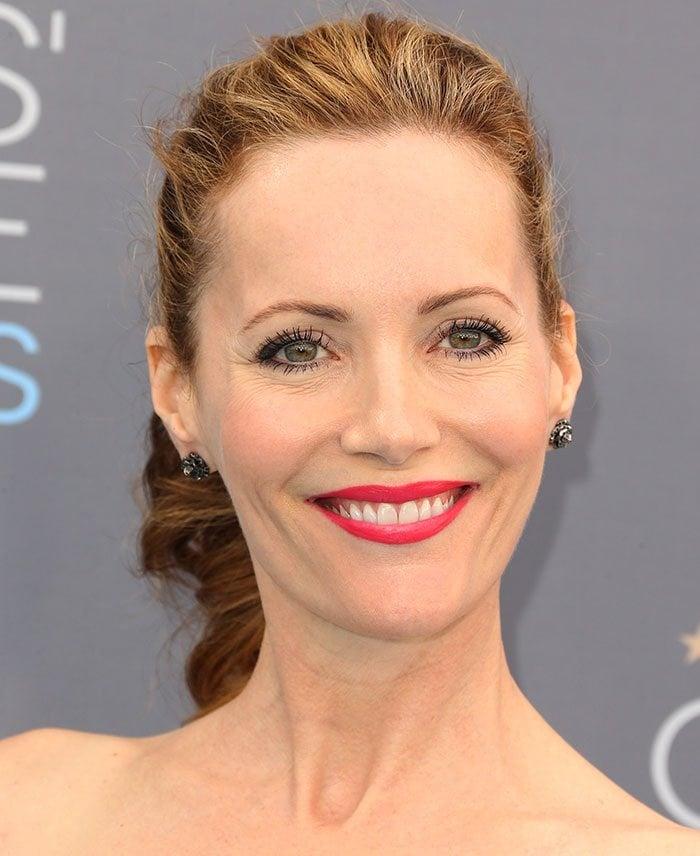 Leslie Mann wears her hair back at the 21st Annual Critics' Choice Awards