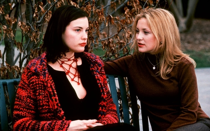 Kate Hudson as Dee Dee Travis and Liv Tyler as Marilyn in Dr. T & the Women