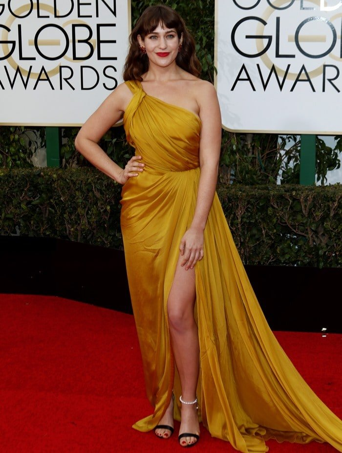 Best Golden Globes Shoes Lola Kirke In Pearly Chos Sandals