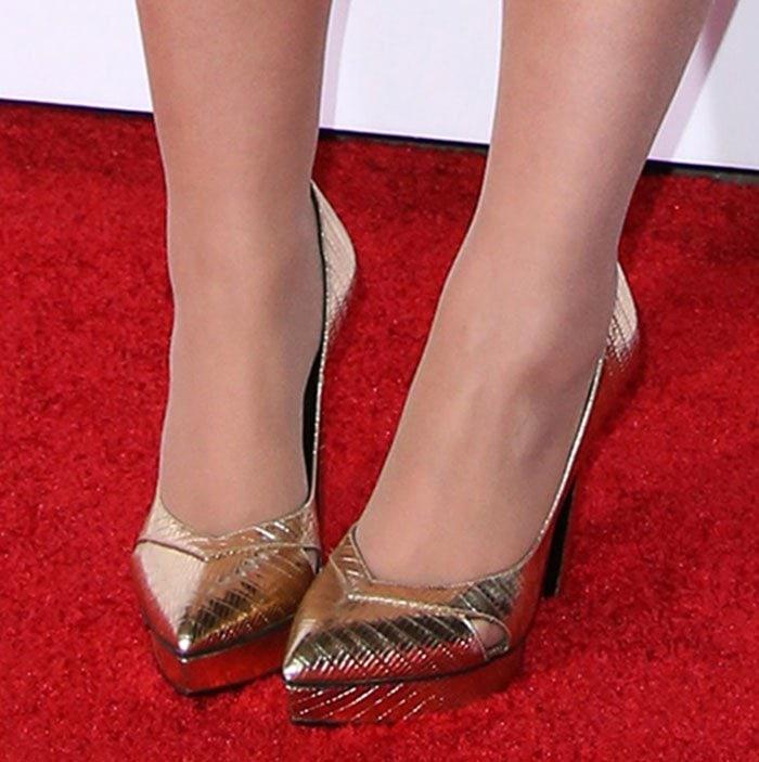 Meghan Trainor's feet in Saint Laurent pumps