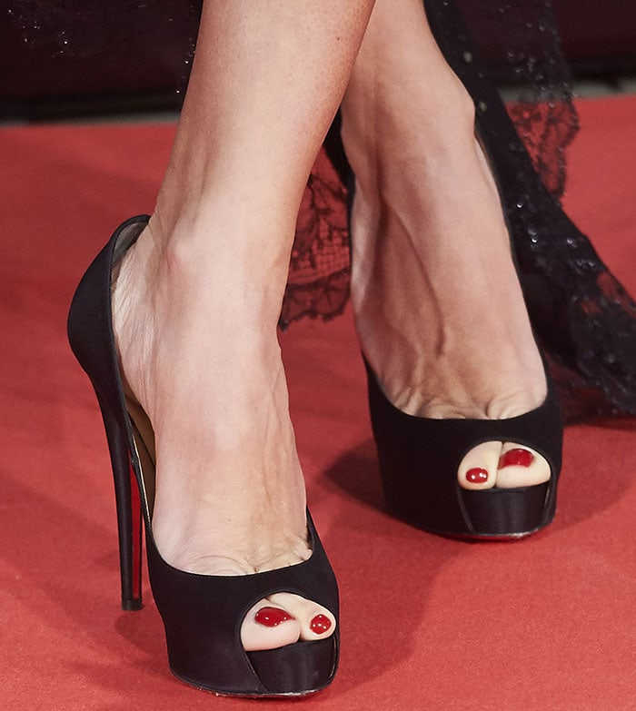 Penelope Cruz's feet in Christian Louboutin peep-toe pumps
