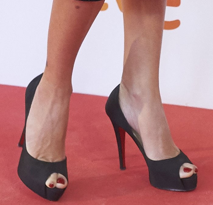 Penelope Cruz shows off her sexy toes in Christian Louboutin pumps