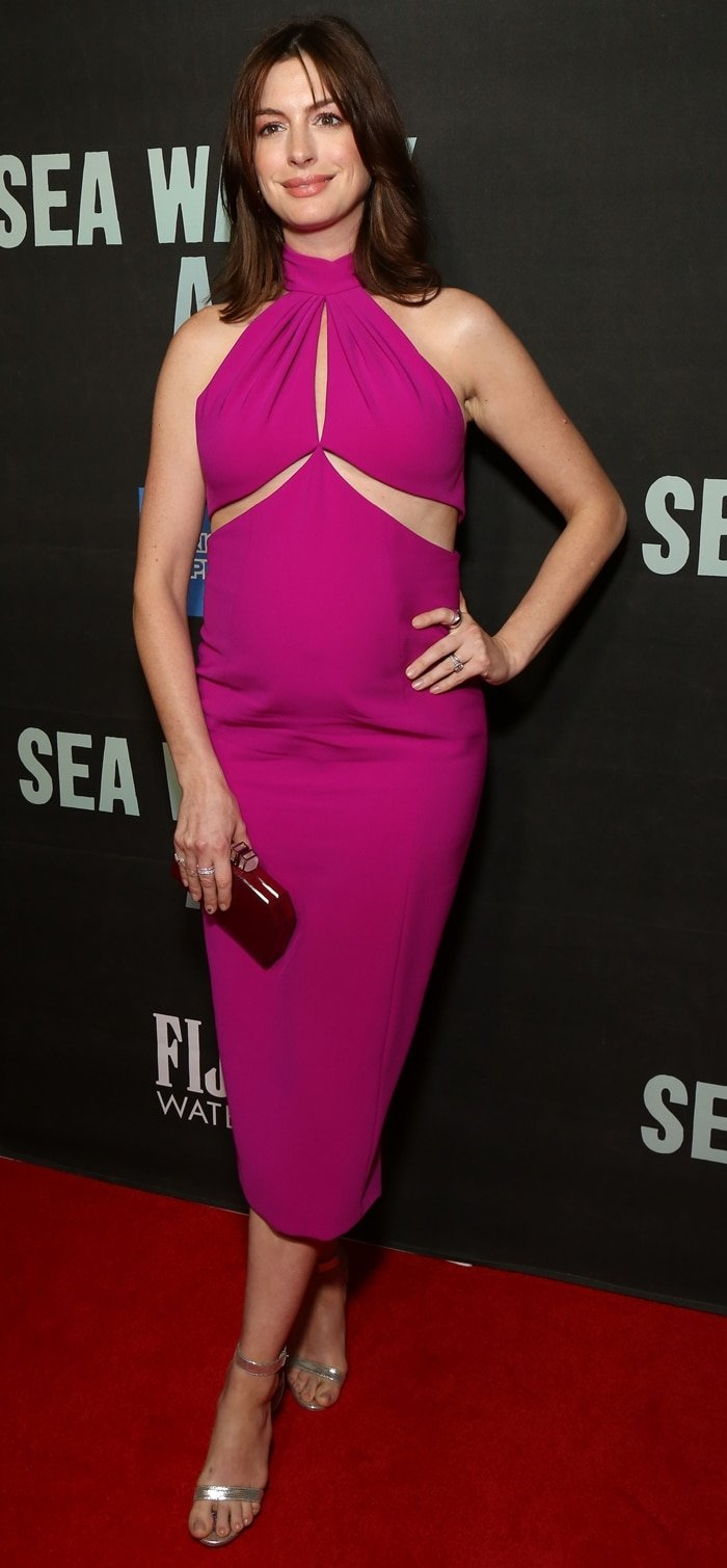 Anne Hathaway's chic maternity outfit at the Broadway opening of the play Sea Wall/A Life