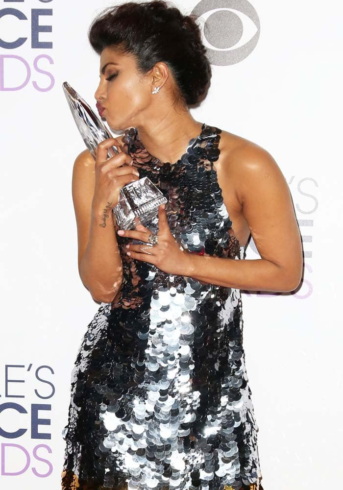 Priyanka Chopra poses with her trophy at the People's Choice Awards