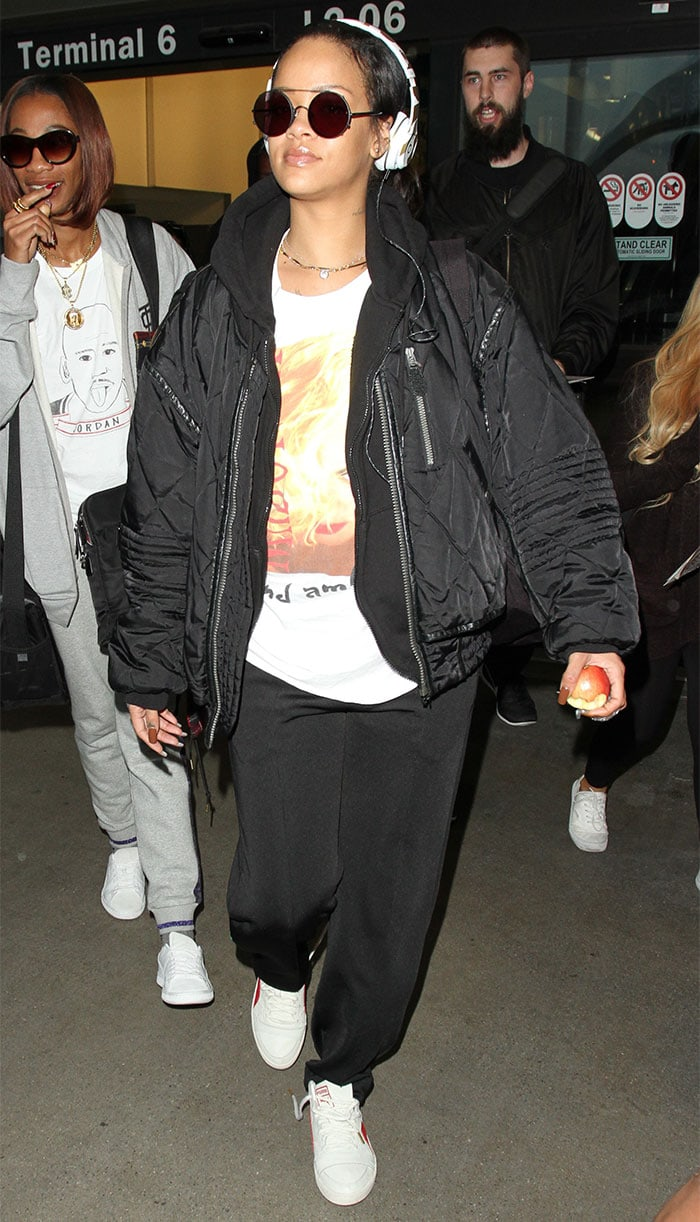 Rihanna-Los-Angeles-International-Airport-LAX