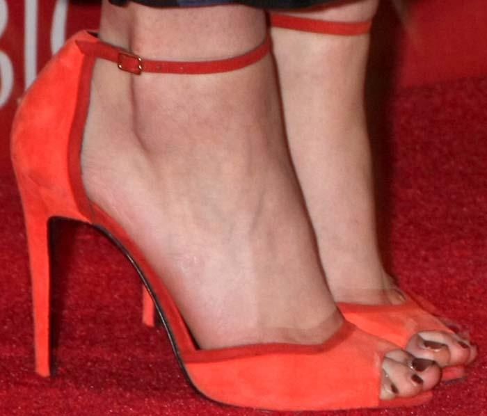 Saoirse Ronan's feet in Pierre Hardy sandals