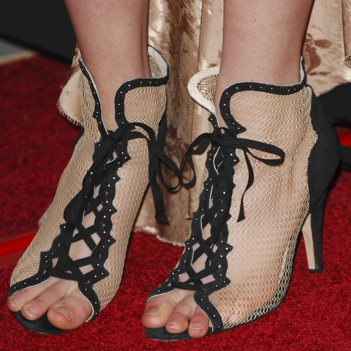 Saoirse Ronan shows off her feet on the red carpet