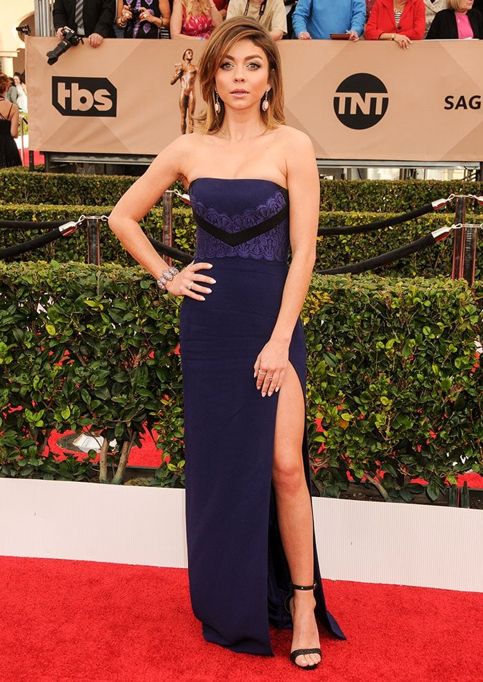 Sarah Hyland wears her hair down at the 22nd Annual Screen Actors Guild Awards