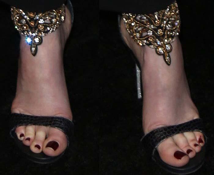 Sarah Rafferty Suits Premiere Rene Caovilla 2