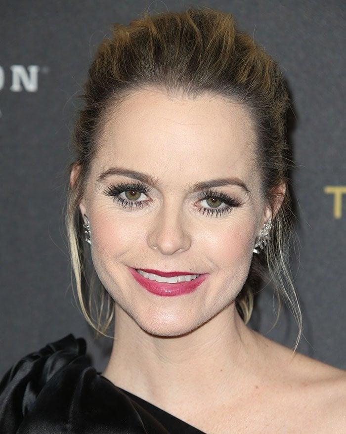 Taryn-Manning-updo-crimson-lipstick