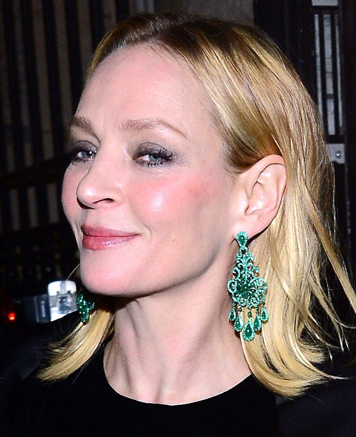 Uma Thurman wears a pair of oversized Chopard emerald chandelier earrings