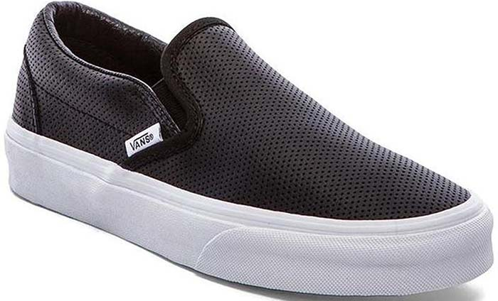 Dual elastic goring provides a snug, comfortable fit for an iconic skate sneaker set on a sporty bumper sole