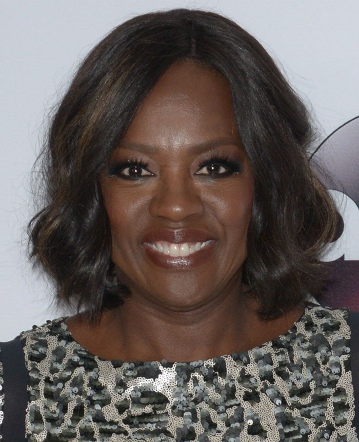 Viola Davis wore her short hair down in tousled waves