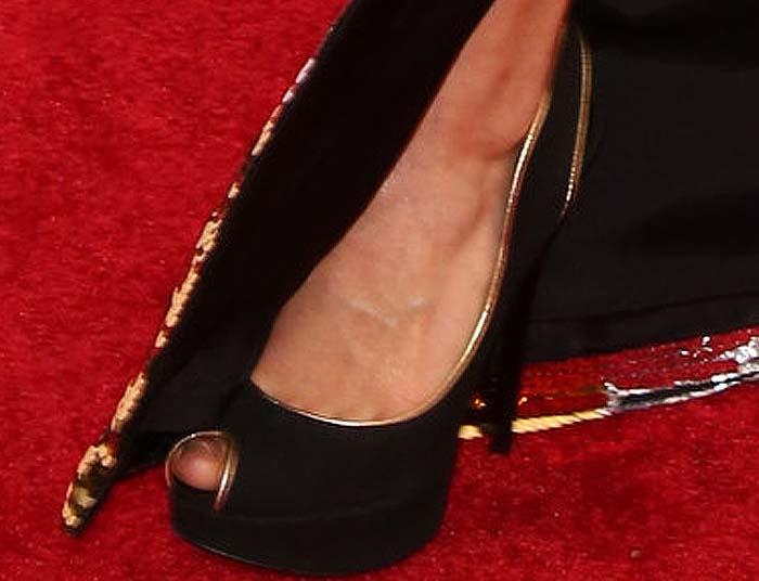 Alicia Vikander's pretty feet in black heels