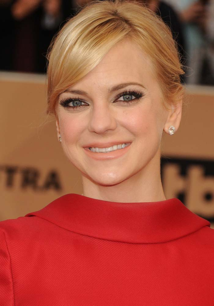 Anna Faris wears her hair back at the 22nd annual Screen Actors Guild Awards