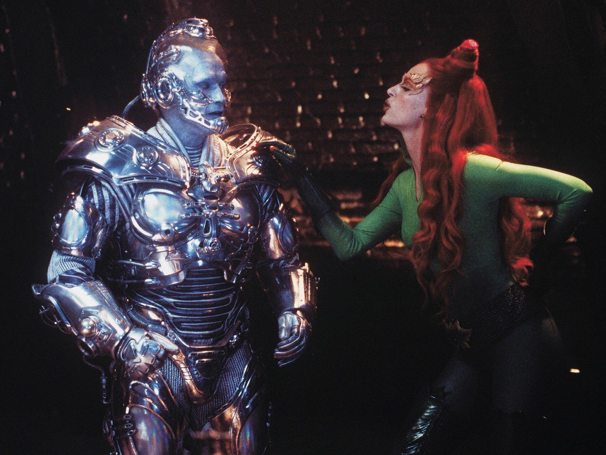 Arnold Schwarzenegger as Dr. Victor Fries / Mr. Freeze and Uma Thurman as Dr. Pamela Isley / Poison Ivy in Batman & Robin