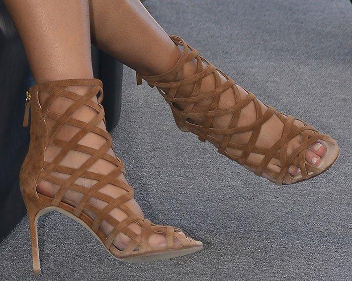 Chrissy-Teigen-Manolo-Blahnik-cage-sandals
