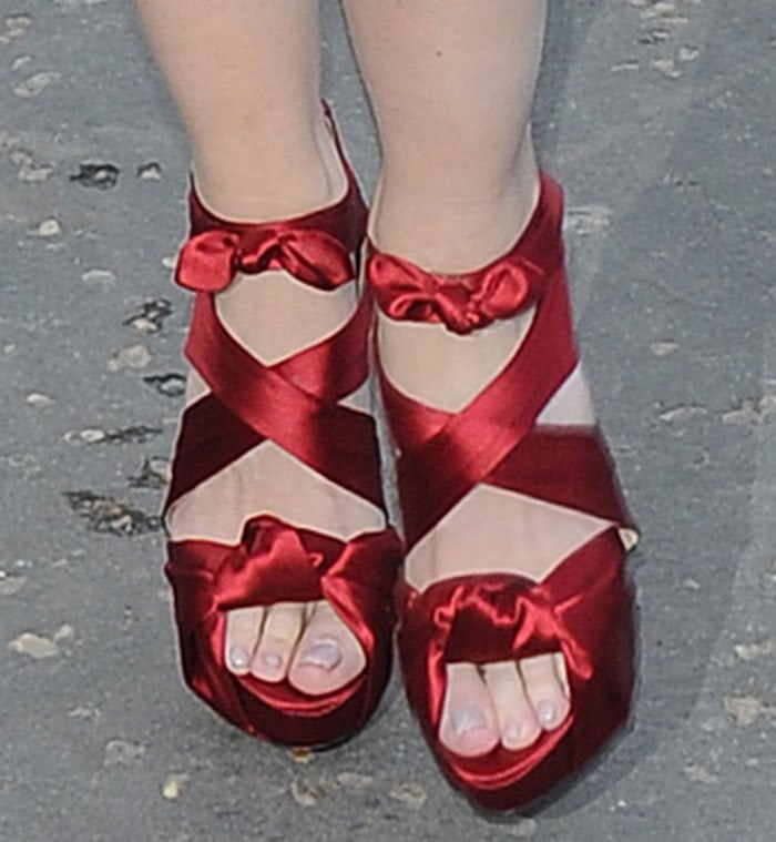 Daisy Lowe showed off her sexy toes in silk satin shoes
