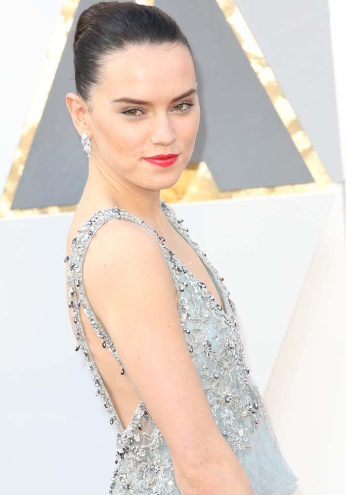 Daisy Ridley wears her hair up at the 2016 Academy Awards