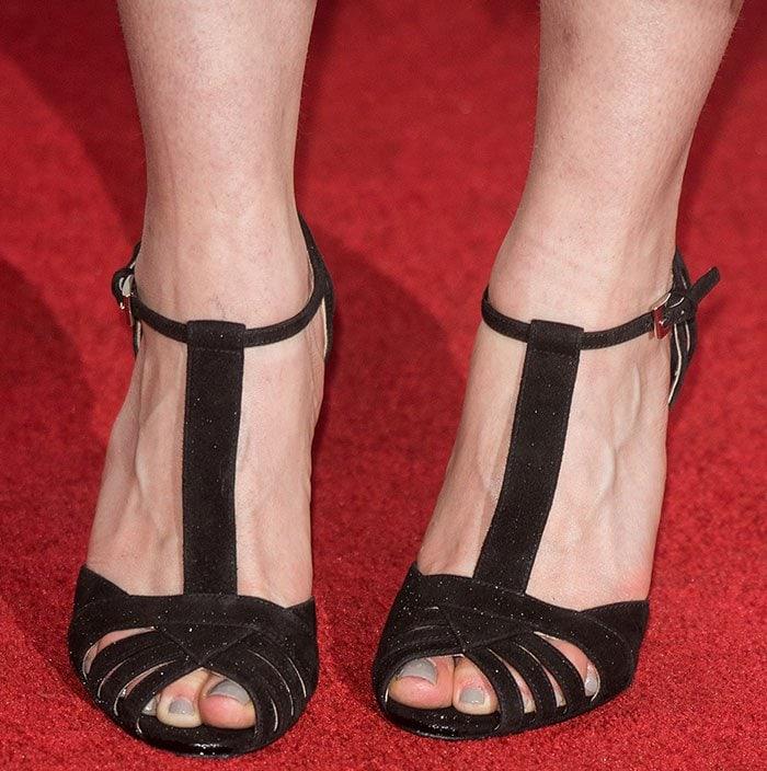 Emilia-Clarke-strappy-black-sandals