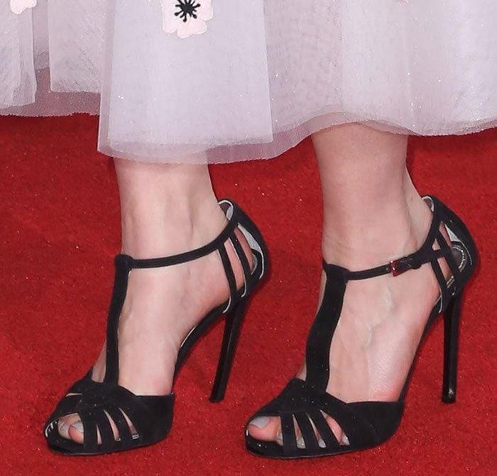 Emilia-Clarke-strappy-black-t-strap-sandals
