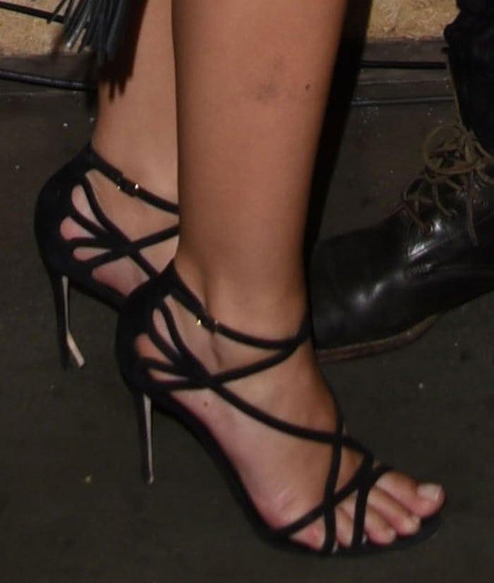 Emily-Ratajkowski-Dolce-and-Gabbana-Crisscross-Strap-Sandals-1