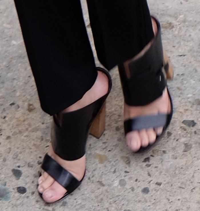 Emily Ratajkowski's feet in black leather Hugo Boss sandals