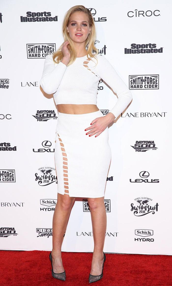 Erin-Heatherton-midriff-flesh-white-ribbed-bodycon-outfit