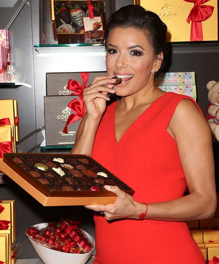 Eva-Longoria-eating-Godiva-chocolates