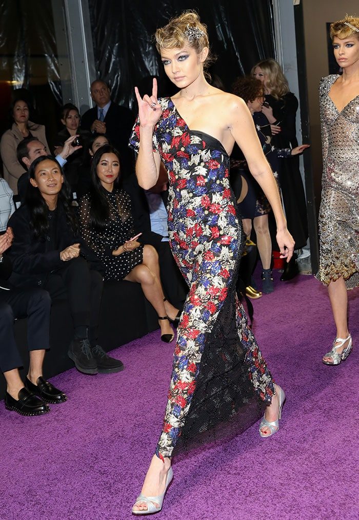 Gigi-Hadid-Zoolander-2-Marc-Jacobs-one-shoulder-dress