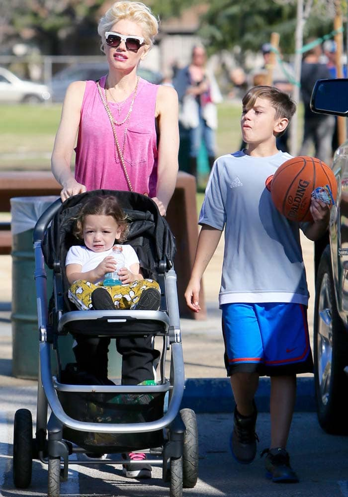 Gwen Stefani spends a day outdoors with her children