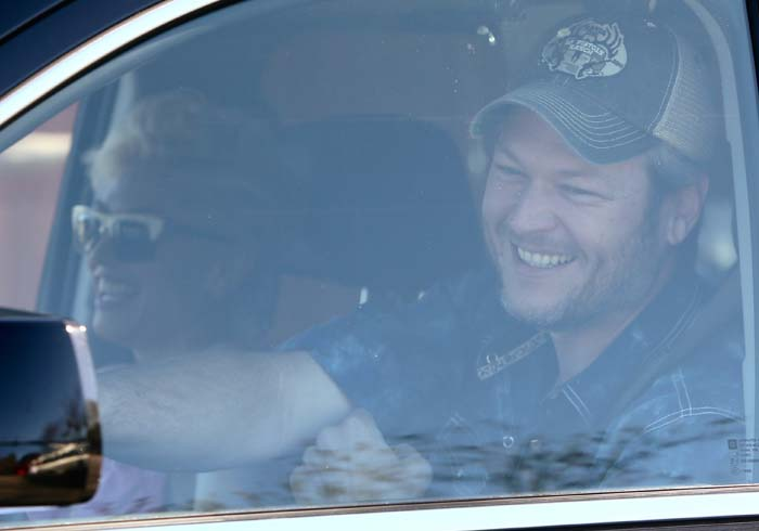 Blake Shelton arrives to pick Gwen Stefani and her sons up from a flag football game