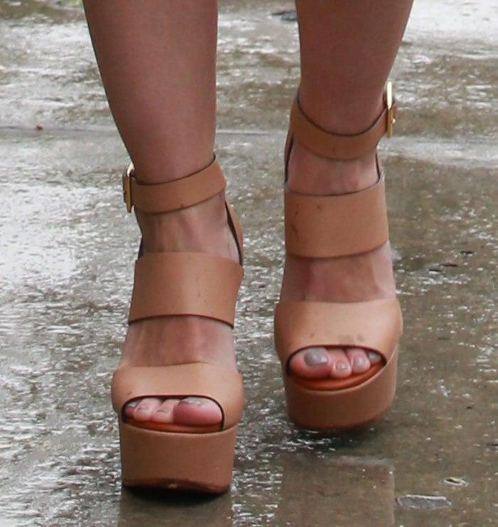 Hilary-Duff-Chloe-Central-Wedge-Sandals-1