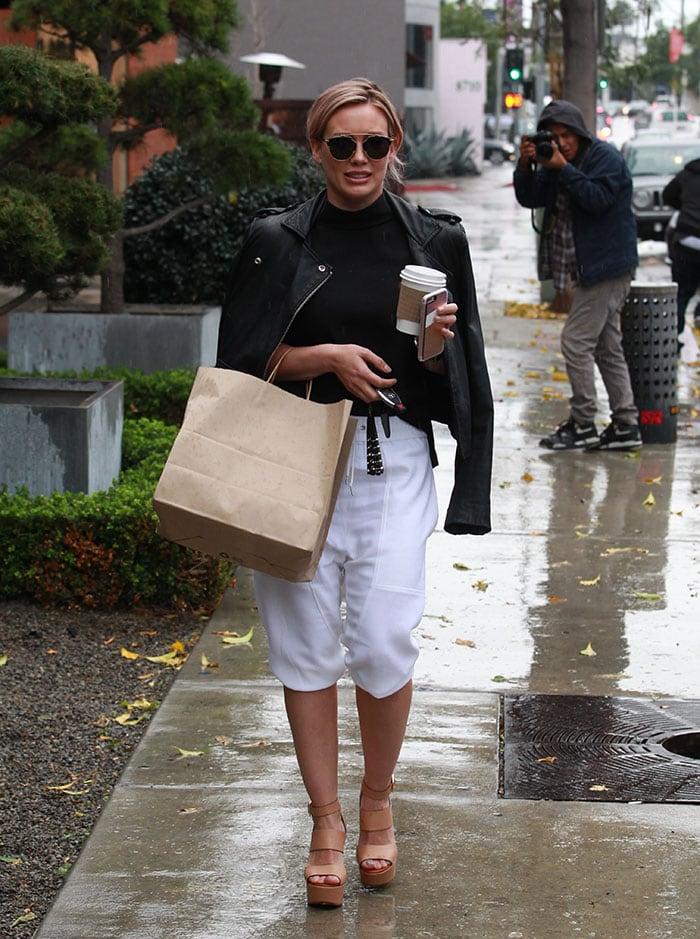 Hilary-Duff-leaving-Zinc-cafe