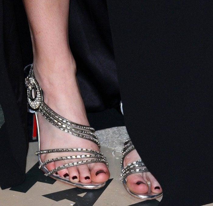 """Jennifer Lawrence's pedicured feet in """"Girlsbestfriend"""" sandals"""