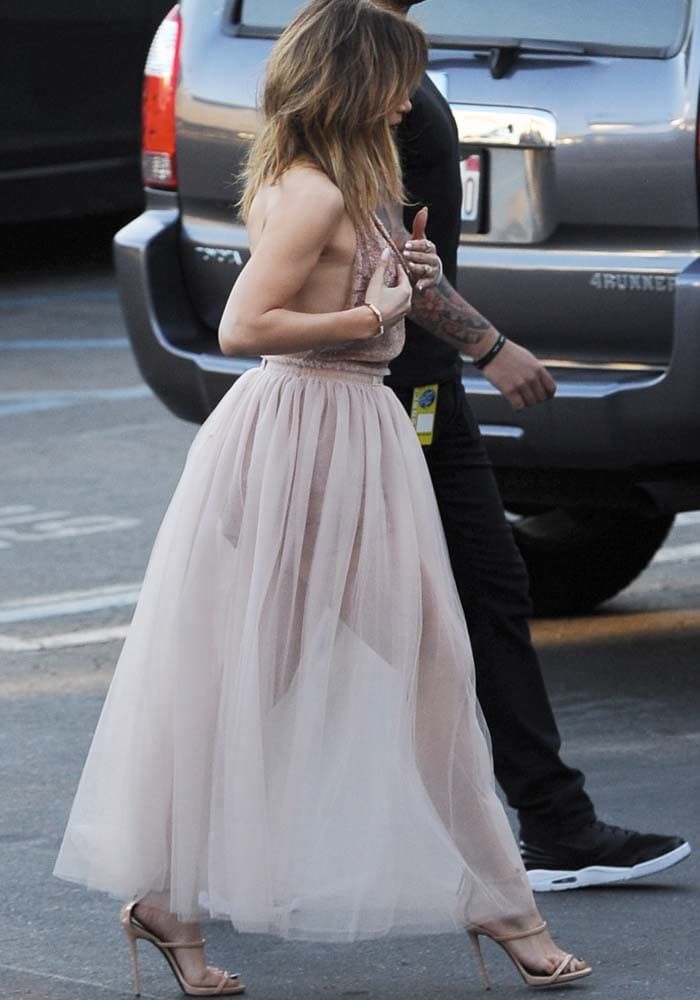 """Jennifer Lopez wears a soft pink Valentino dress as she arrives at the """"American Idol"""" finale"""