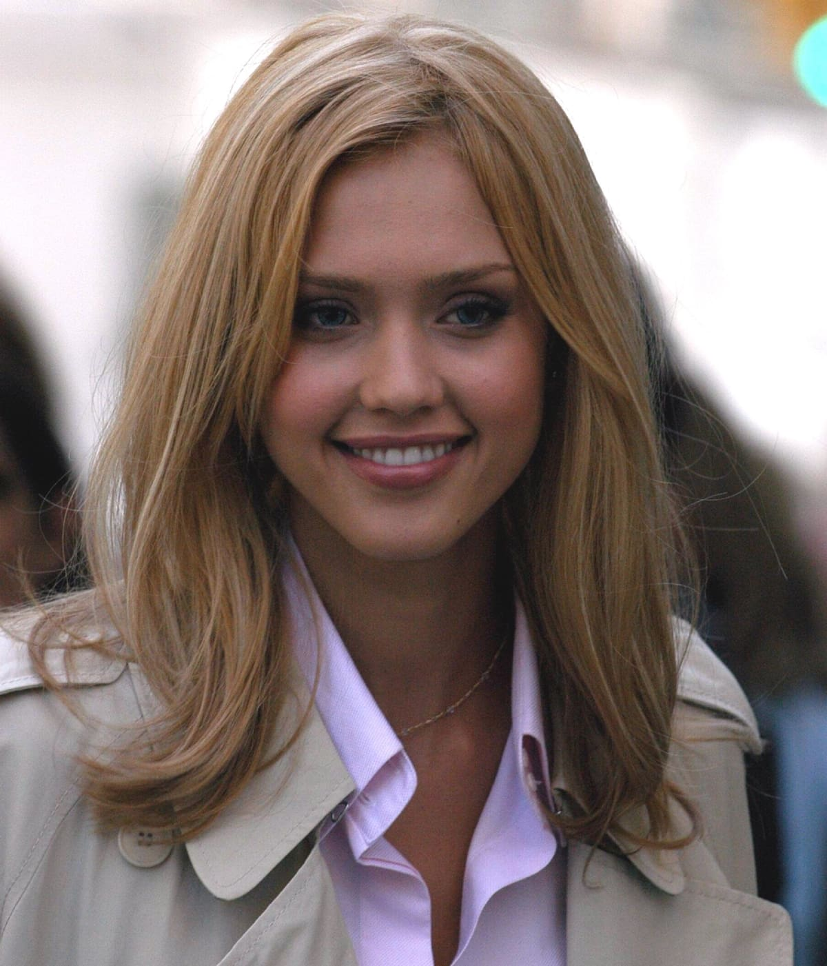 """Jessica Alba with blonde hair on location for """"Fantastic Four"""" on May 13, 2005"""
