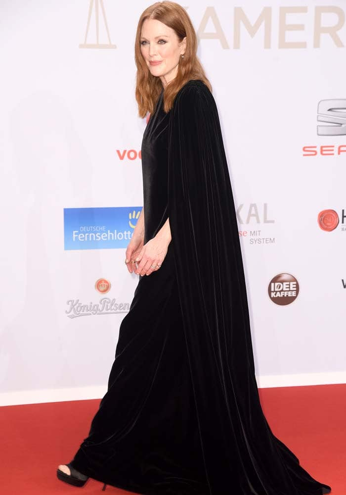 Julianne Moore wears a simple black one-sleeved Valentino Couture gown on the red carpet