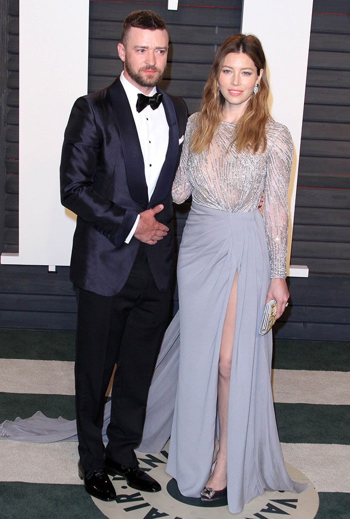 Justin Timberlake and Jessica Biel pose for photos at the 2016 Vanity Fair Oscar Party