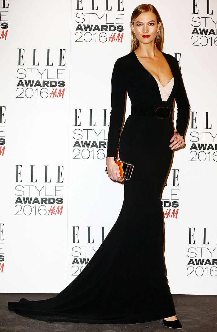 Karlie Kloss wears an all-black look to the 2016 Elle Style Awards