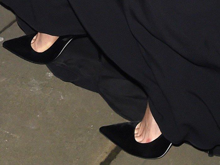 Karlie Kloss's feet in black Tamara heels