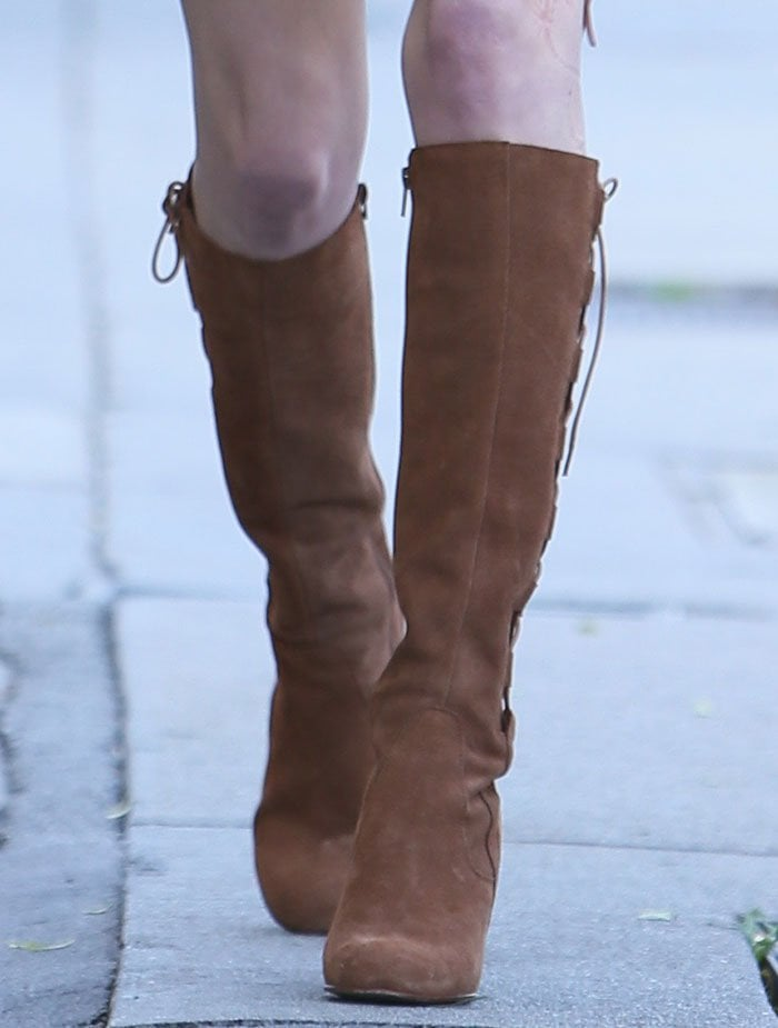 Kate Bosworth in brown suede River Island boots